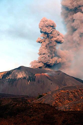 UTBRUDD: Vulkanen på Barren Island hadde ikke hatt utbrudd siden 90-tallet. Våre fiskere fikk se lavaen på 50 meters hold.