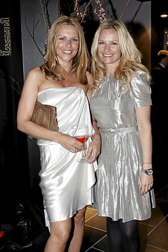 STOLTE: Vanessa Rudjord (t.v.) og Synnøve Skarbø var begge stolte av sin gode venninne Pias sangprestasjon på scenen.
