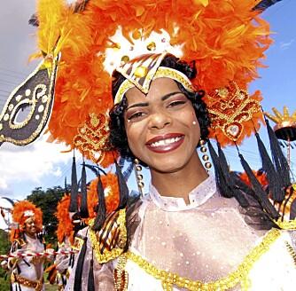 KARNEVAL: Seks uker før påske syder øya av glade mennesker i fargerike kostymer. Da feires nemlig øyas karneval. (Alle foto: Terje Myklebost og Cherie Frank)