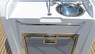 BYSSE I SETET: Her kan du også få på plass en koketopp. Da blir kjøleskapet litt mindre (FOTO: Terje Bjørnsen).