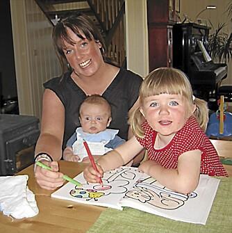 """""""Tante Fia"""" (Maren-Sofie) sammen med niesen Elise og nevøen Ivo Sjåstad, mens hun fremdeles var frisk."""