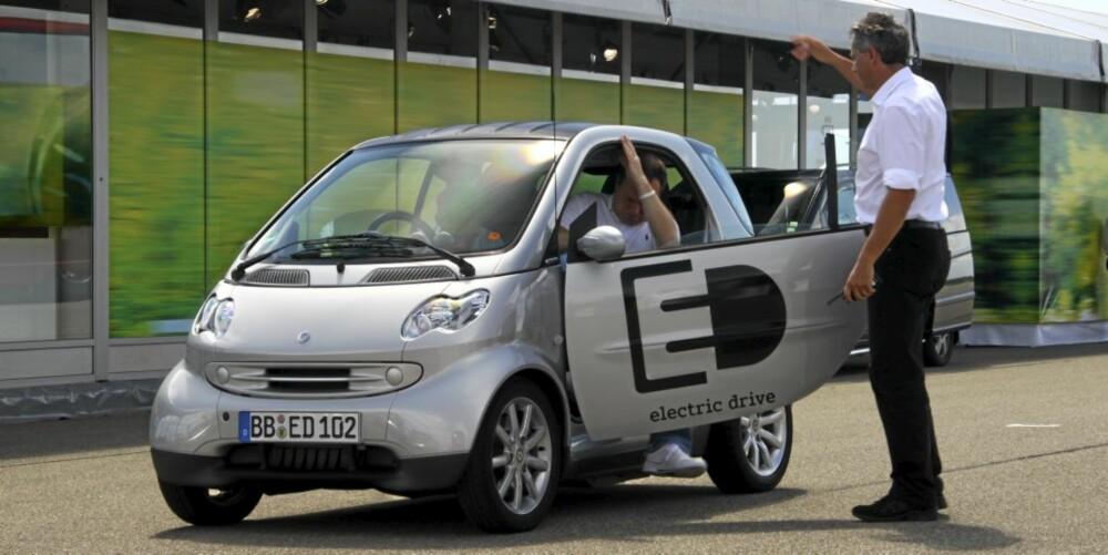 SOLID: Smart er en kort bil, men den er likefullt en bil med solid bilfølelse. Det gjelder ikke alle konkurrentene.