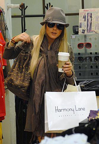 HEKTET PÅ SHOPPING: Lindsay Lohan elsker Harmony Lane.