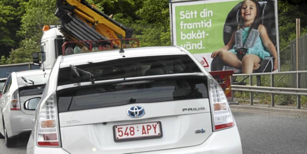 BAKOVERVENDT? Nei akkurat der er Prius svak. Knekken i bakruten gjør at det er vanskelig å se bilene som kommer bak i speilet.