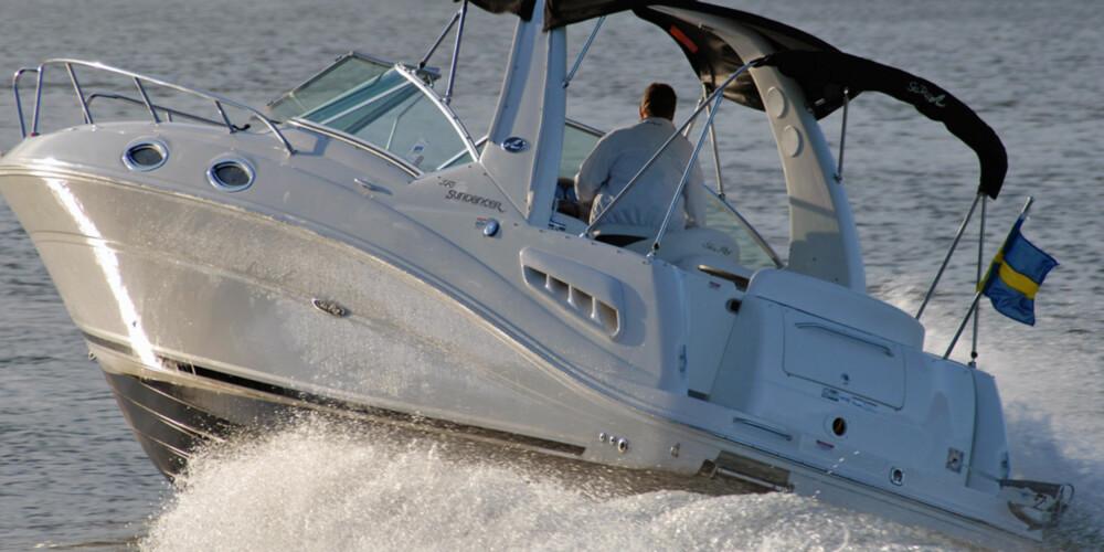 Sea Ray 275 er et godt eksempel på bensin eller diesel i en liten turbåt.