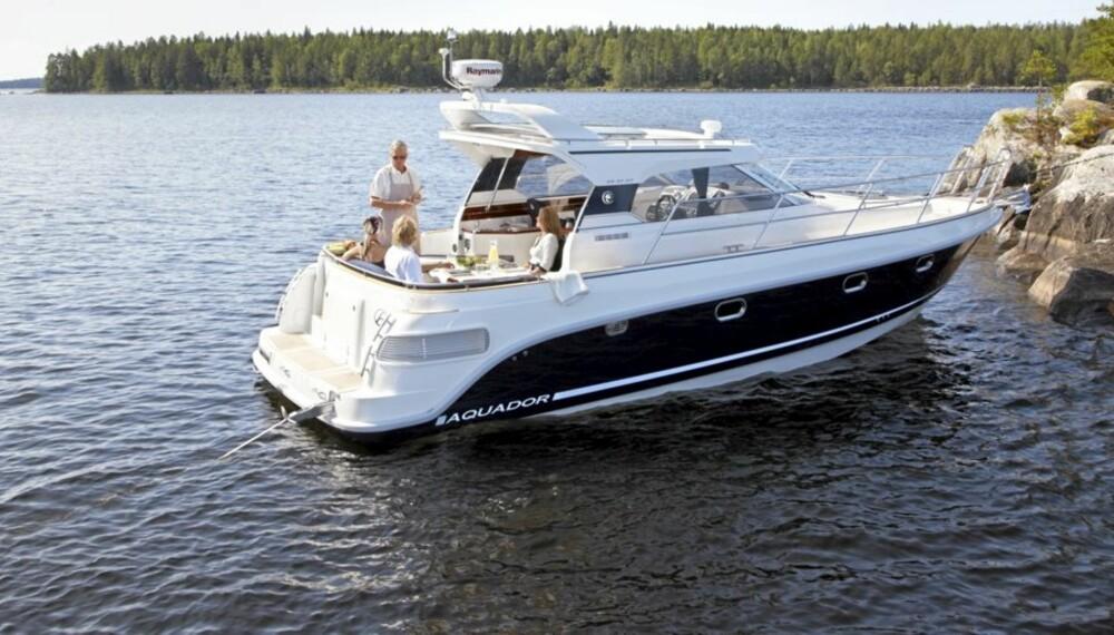 Den nye Aquador 33 HT er en tiltalende turbåt.