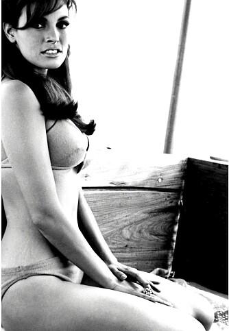 Raquel Welch fra en scene fra filmen One million years B.C (1966).