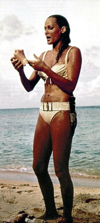 60-TALLS: Ursula Andress i velkjent stil i Bondfilmen Dr. No (1962).
