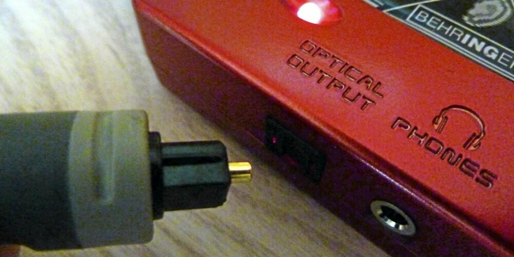 Behringer USB lydkort med optisk utgang kan kboles rett til forsterkerens digitale inngang.