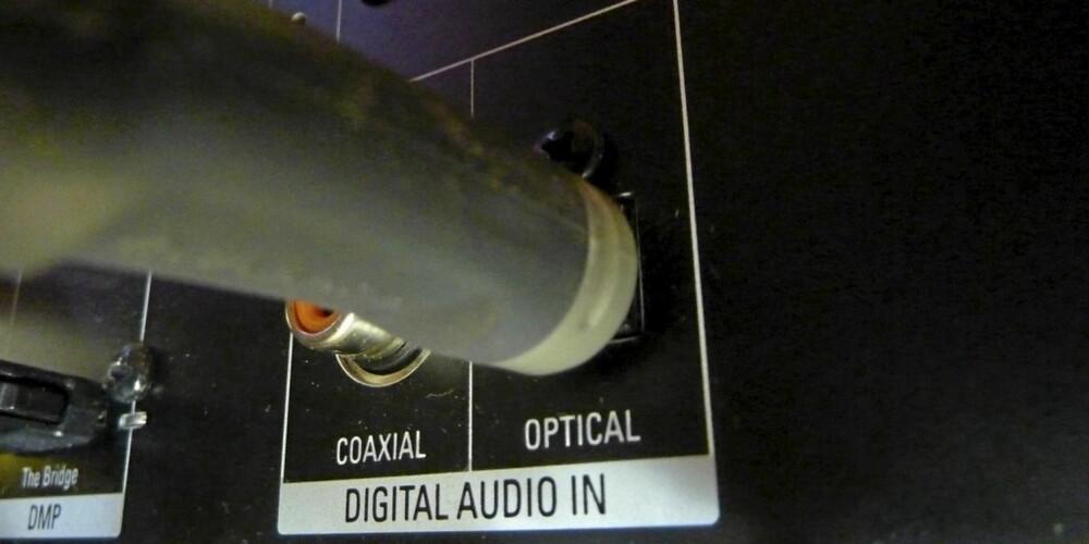 Digital kabel rett inn i forsterkerens optiske inngang.