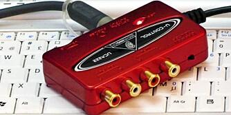 USB rett inn i datamaskinen og digital kabel rett inn i forsterkeren og en liten boks til fire hundre kroner gir superlyd på laptopen.