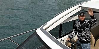 Petter Solberg tar kommandoen i sin nye Princess V42.