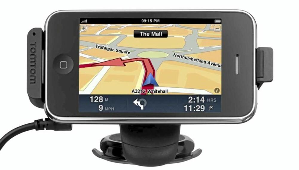 NOE ER GALT: Vår tester klarte ikke å få TomTom på iPhone til å fungere slik en GPS skal. TomTom har laget en holder med en egen GPS-mottager er på vei. Denne skal løse problemet.