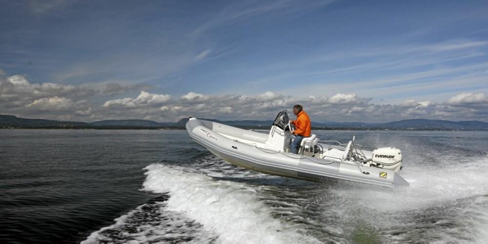 Zodiac 650 Pro Open er en folke-RIB med fine sjøegenskaper.