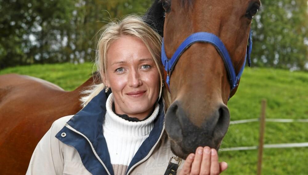 Bente Christina Kaste har skrevet bok om da moren døde av kreft.