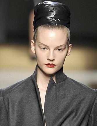 SMINKETREND: Motevisningene legger føringen for hva som er trendy både innen klær og sminke. Her fra YSLs sin høst/vintervisning.
