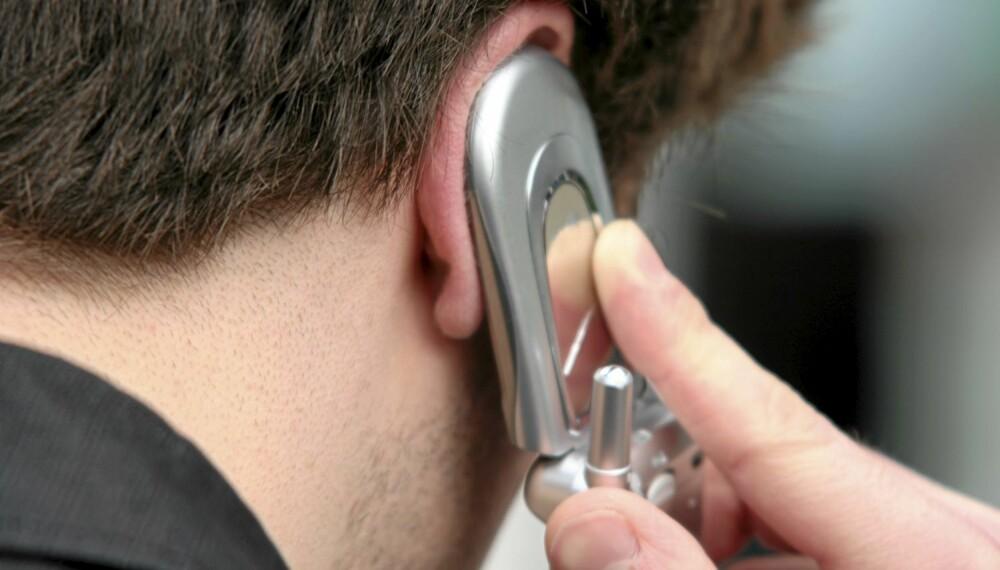FARLIG? En ny undersøkelse finner ingen sammenheng melom bruk av mobiltelefon og kreft.