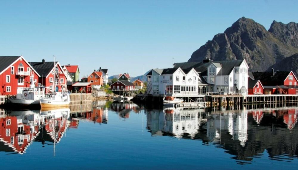LOFOTEN: En vakker solskinnsdag i Henningsvær, Lofoten.