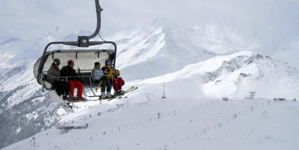 HØYT HENGER DE: Skiheis i St. Anton som ligger i området Arlberg i Østerrike. Her finner du foruten St. Anton også stedene Zürs, Stuben, Lech, St. Christoph med flere.