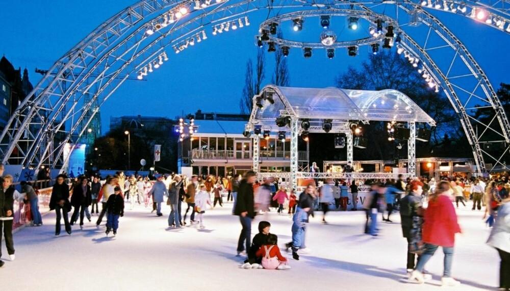 ISDRØM: I Wien kan man boltre seg på 4400 kvadratmeter med is og oppleve en ekte isdrøm på isbanen i sentrum.
