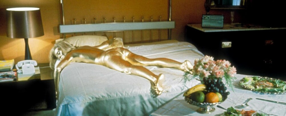 FARLIG: En romanse med agent 007 kan få alvorlige følger. Her et bilde fra Goldfinger fra 1986 med Shirley Eaton malt i gull.
