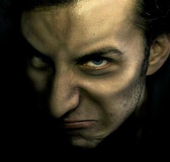 VAMPYR GÅR LØS: En gammel myte sier at en vampyr går løs inne på  kirkegården.