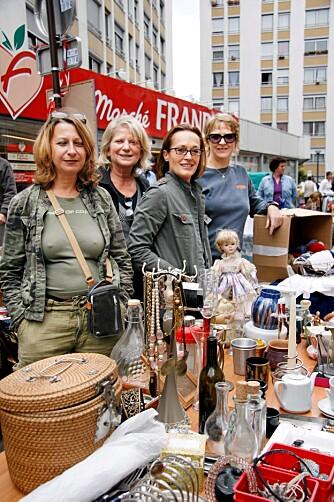 VELDEDIGHET: På loppemarkedet i Vanves sto de blide damene Nadine (fra venstre), Annie, Dominique og Raymonde. De samlet inn penger til fattige barn.