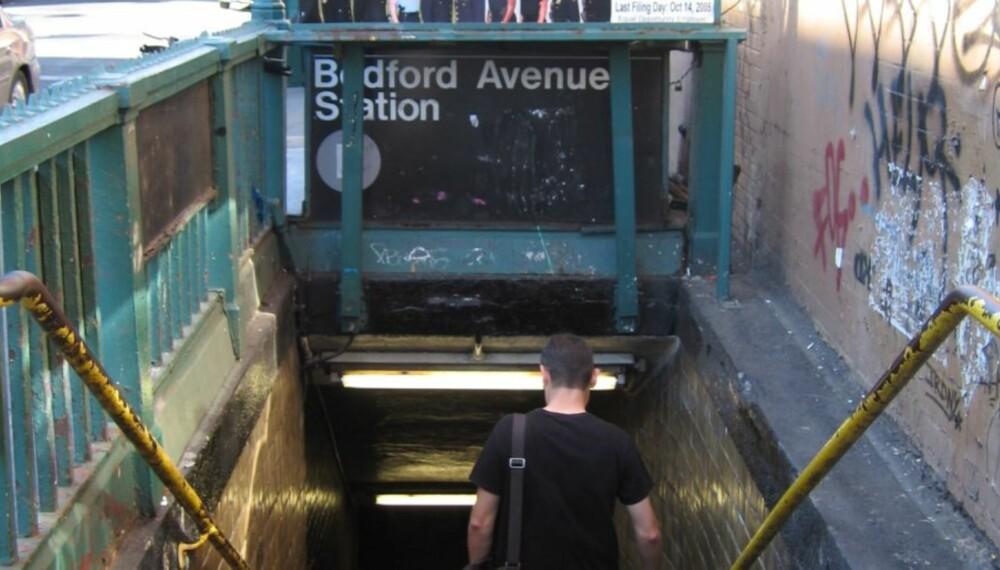 WILLIAMSBURG: Ta T-banens grå linje, som starter ved 8. aveny, og sitt på helt til du kommer til Bedford Avenue.