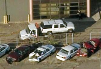 FUNNSTEDET: Her er den hvite SUVen der Julian King ble funnet drept mandag morgen. Bilen ble stjålet under drapet av Jason Hudson og Darnell Donerson fredag kveld.