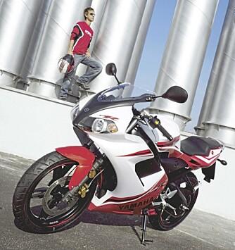 GAMMEL PRIS: Hos en Yamahaforhandler fant vi et tilbud på TZR 50. 26.490 kroner, forlangte de. Det samme som den kostet for 7 år siden.