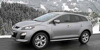 SPORTSLIGE LINJER: Med flat frontrute og svøpende linjer skiller Mazda CX-7 seg fra vårt vante bilde av en SUV.