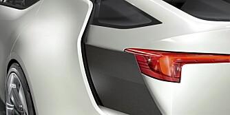 AKTIV AERODYNAMIKK? Nøyaktig hvilken funsjon denne vertikale platen har vet vi ikke, men det er mulig at den effektiviserer luftstrømmen rundt bilen i høye hastigheter.