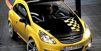 COLOR RACE: Kommer i rød, hvit eller gul med sort og sjakkmønstret panser, tak og bakluke. For den racingfrelste.
