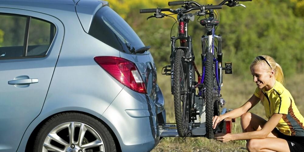 PATENTERT: Opels eget integrerte sykkelstativ er så enkelt at selv de blondeste der ute kan håndtere det.