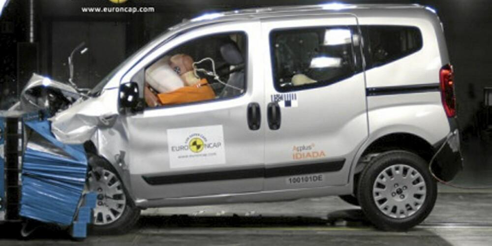 HARD SMELL: Citroën Nemo får seg en skikkelig trøkk i krasjtesten.
