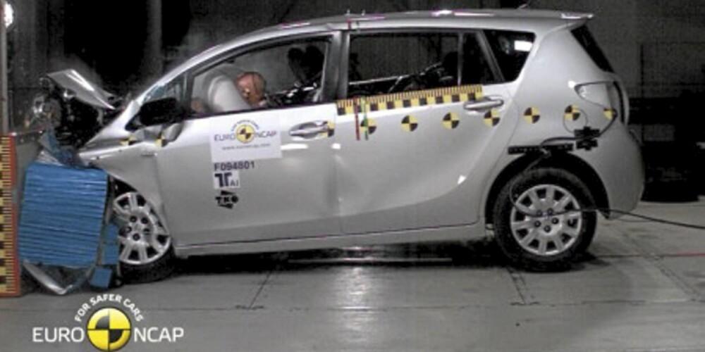 TÅLER EN TRØKK: Toyota Verso får full score i sin krasjtest.