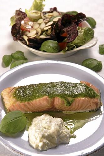 SPIS FISK: Laks og annen fet fisk inneholder rikelig med omega 3-fettsyrer, og sammen med en god porsjon grønnsaker er dette noe av det beste du kan spise.