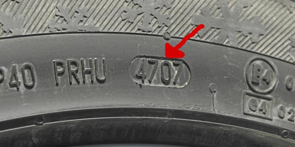 ALDER? De fire sifrene i ovalen forteller når dekket er produsert, med ukenummer og to siste sifre i årstall. Dette dekket ble altså lagd i uke 47 i 2007.