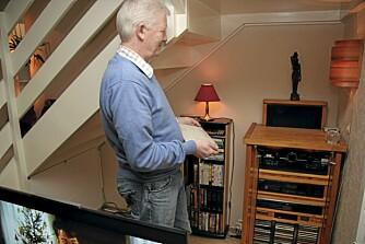 MUSIKK: En egen musikkserver med en innfelt flataskjerm er gjemt under trappen.