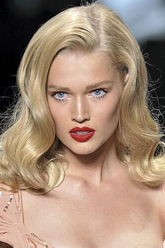 PÅ CATWALKEN: Røde lepper hos Christian Dior.