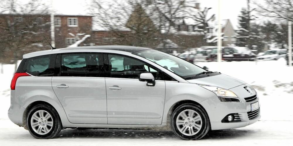 IKKE STØRST: Men Peugeot gjør 7-seter-jobben til en meget hyggelig pris.