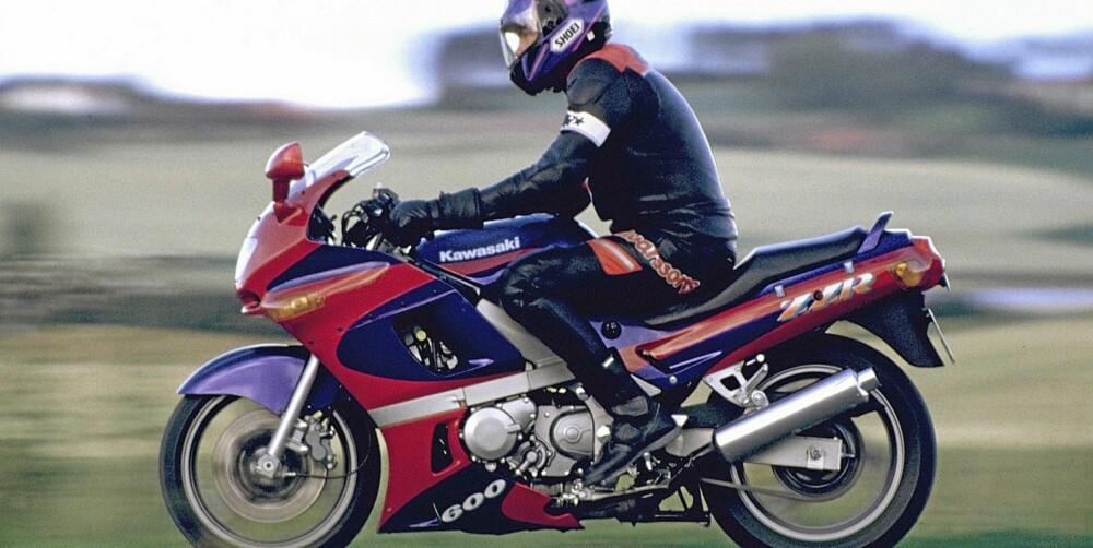 RASK OG BEKVEM: Kawasaki ZZR 600 er en rask og bekvem sportstourer med sporty attityde. Den ble lansert tidlig på 90-tallet.