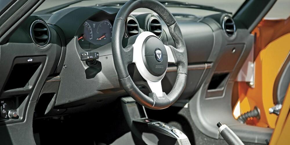SOM VANLIG: Om Teslas drivlinje er ytterst spesiell, er interiøret slik en venter å finne det i en roadster.