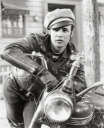 """BIKERJAKKEN: Marlon Brando var den kuleste mannen i gata i filmen """"The Wild Ones"""" fra 1953"""