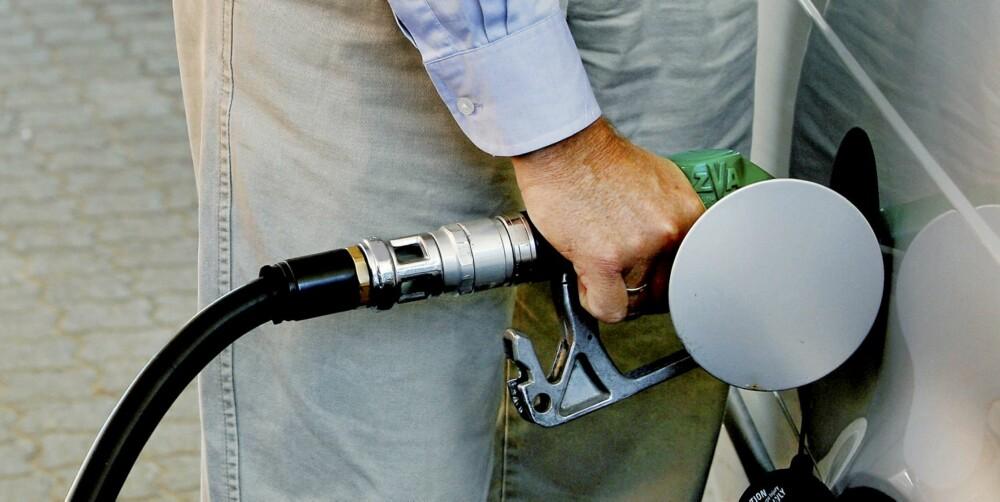 RIKTIG DAG: Å fylle drivstoff på søndag eller mandag formiddag kan spare deg for mangek roner i løpet av et år.