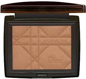 EKSTRA GLØD: Dior Original Tan Helathy Glow Bronzing Powder (kr 380).
