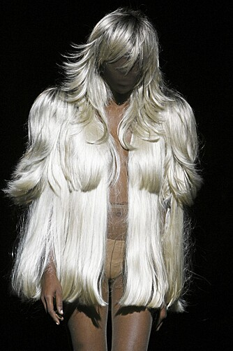 HÅRJAKKE: Den kjente parykkjakken fra Maison Martin Margiela's vår- og sommerkolleksjon 2009.