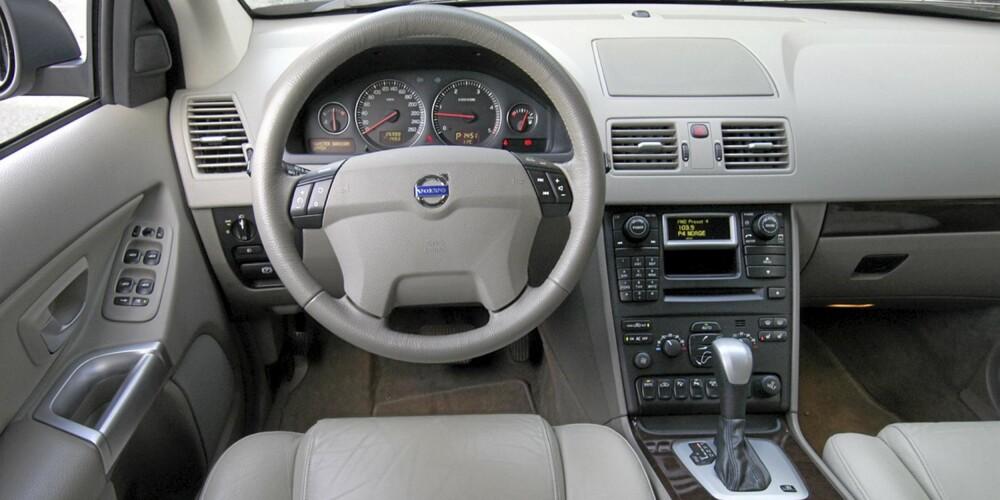 Ryddig førermiljø i god Volvo-tradisjon