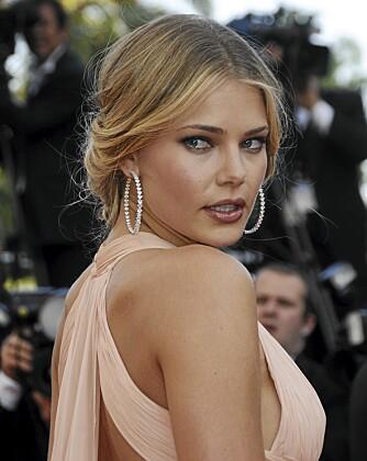 VAKKER I CANNES: Tori praver med vakkert oppsatt hår under filmfesivalen i Cannes.