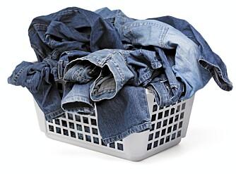 VASKEDAG: Et godt tips er å samle alle jeansene til en felles vask.
